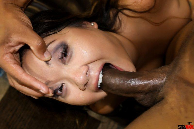Gigi_Skye_gets_face_fucked