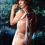 milla-jovovich-nude-posing